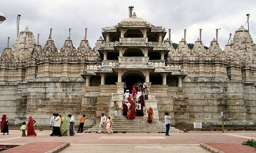 800px-Worshippers_leaving_the_temple_in_Ranakpur_20170904173215.jpg44
